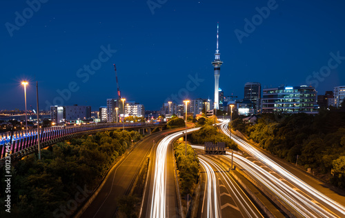 Fotografering Auckland City Lights  Auckland's Night Traffic after dusk