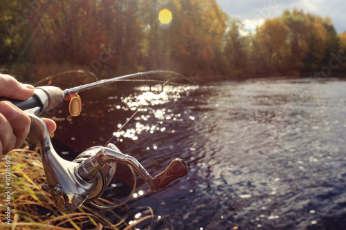 Poster Peche Autumn fishing spinning in his hand