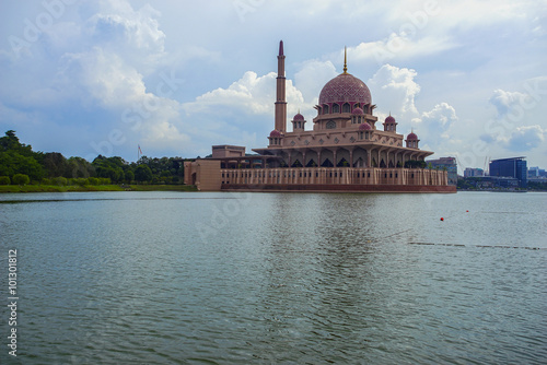 Photo  Morning scenery of Putra Mosque Putrajaya, Malaysia