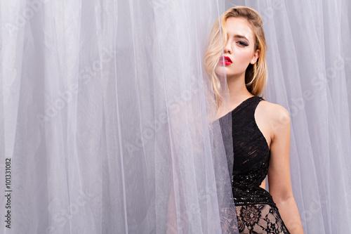 Photographie Fashion photo of beautiful lady in elegant evening dress
