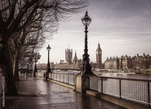 Foto op Canvas Londen Early in the morning in central London with footpath, Big Ben and Houses of Parliament - vintage version - London, UK