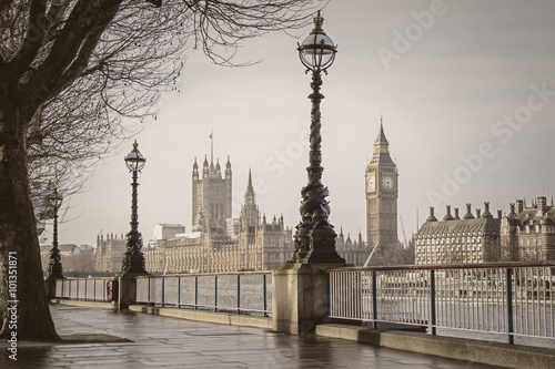 Foto op Canvas Londen Early in the morning in central London with Big Ben and Houses of Parliament - vintage version - London, UK