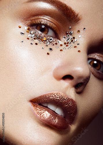 Fotografie, Obraz  Krásná dívka s jemným make-up a krystaly na tváři