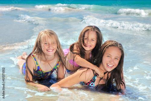 Plakat Szczęśliwe dzieci na plaży