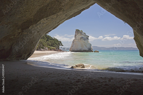 Foto op Canvas Cathedral Cove Te Hoho Rock seen from inside the tunnel.
