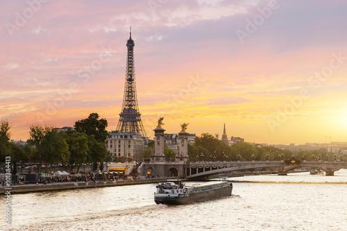Plakat Paris, Tour boat on the Seine river at sunset
