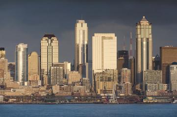 Fototapeta na wymiar Seattle Skyline. A sunset view of the lovely Seattle, Washington cityscape taken from Alki beach in West Seattle.