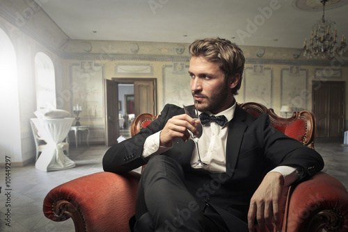 Fotografia, Obraz  Handsome man drinking wine