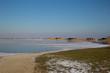 Eisschollen vor gefrorenem See