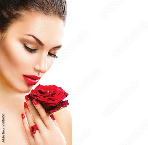 Fotografie, Obraz  Krása ženy s rudou růží na bílém pozadí