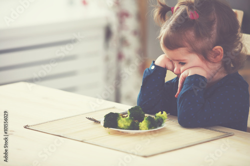 Valokuva  child girl does not like and not want to eat vegetables
