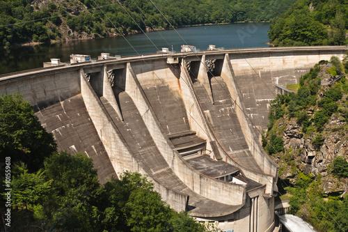 Fotobehang Dam Barrage de l'Aigle (Corrèze Cantal)