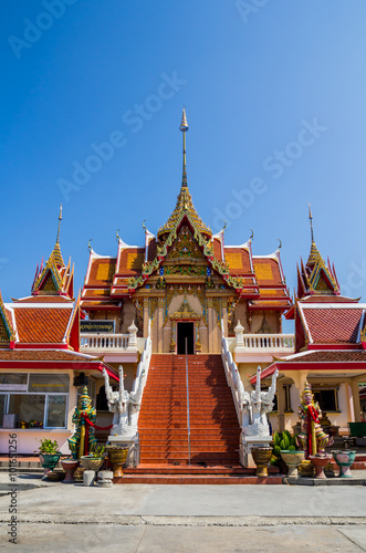 Photo  bangkok in the temple thailand abstract cross colors roof wat palaces asia sky a