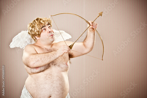 Photographie fat blonde cupid with bow and arrow aim for love for Valentine Day