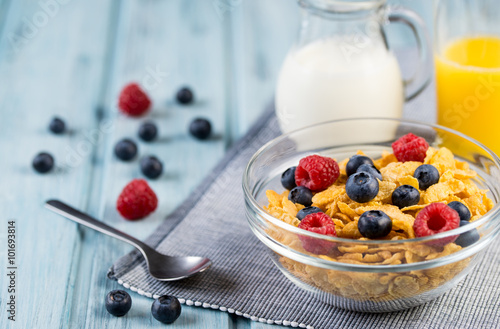 Healthy breakfast cereal with berries, milk and orange juice Fototapeta