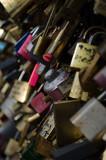 Fototapeta Fototapety Paryż - Zawieszone kłódki na moscie paryż