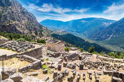 Foto op Aluminium Oude gebouw The Athenian treasury in Delphi
