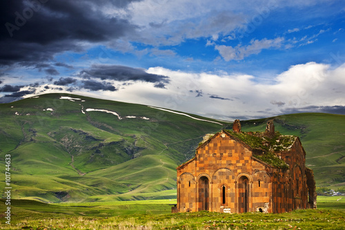 Poster Turquie Turkey. Ani - Armenian capital in the past, now is plateau with the ruins of churches near the Turkish-Armenian border. A mystique scenery of the Cathedral (built in 987-1010)