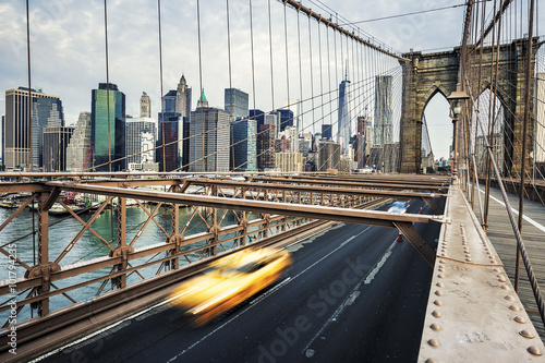 Foto op Plexiglas New York TAXI View of Brooklyn Bridge