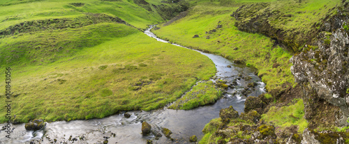 Foto auf Gartenposter Reflexion little river in green canyon in Iceland