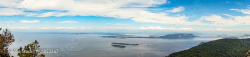 Spoed Foto op Canvas Eiland Orcas Island Panorama of the San Juan Islands With a Blue Sky