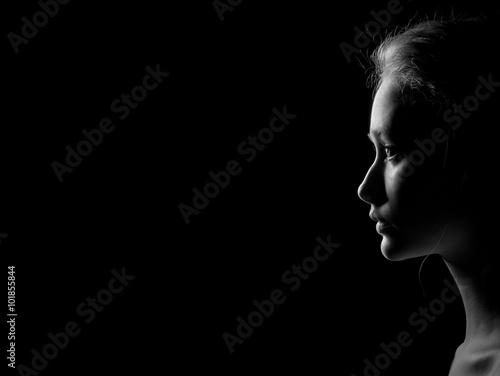 Fotografía  profile of sad woman