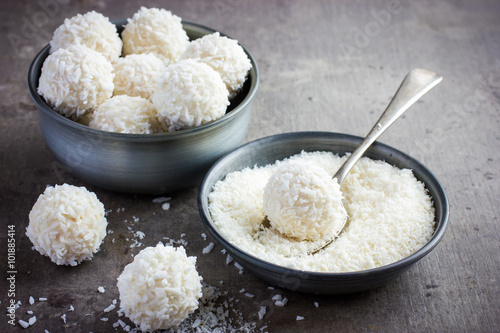 Fototapeta delicious homamade white chocolate and coconut candy balls