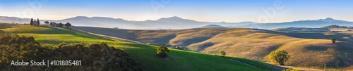 Foto-Tapete - Tuscany landscape panorama at sunrise with a chapel of Madonna d (von Photocreo Bednarek)