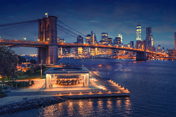 Nowy Jork - panorama Brooklyn Bridge z Manhattanem