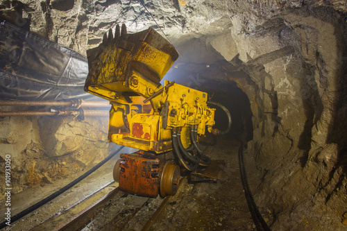 Fotografia, Obraz  Underground gold mine shaft ore loading machine
