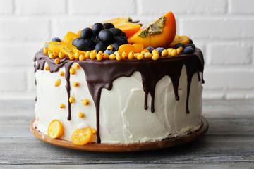 kolač s voćem i vrhnjem