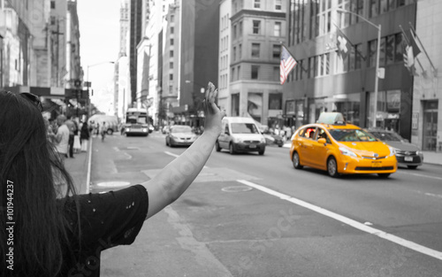 Foto auf AluDibond New York TAXI Tourist call a yellow cab in Manhattan with typical gesture