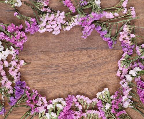 In de dag Candy roze Flowers on the wooden floor