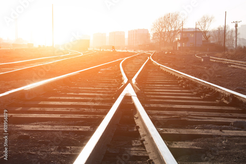 Deurstickers Spoorlijn Railroad tracks at sunset