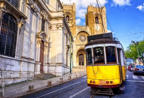 Historical yellow tram in front of the Lisbon cathedral, Lisbon, Plakat