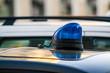 Luce lampeggiante di un auto civetta della Polizia