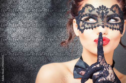 Tuinposter Carnaval Sexy woman with carnival mask
