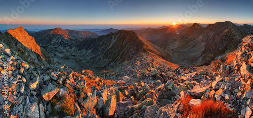 Foto op Canvas Cappuccino Autumn panorama in high mountain ladnscape with sun