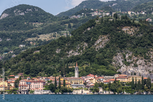 Photo  Lake side village of Varenna on lake como, Italy