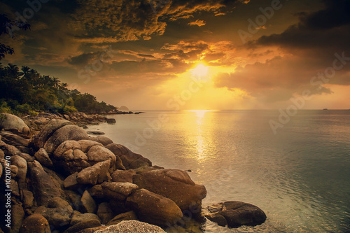 Poster Mer coucher du soleil Beautiful sunset landscape with sea gangway stones