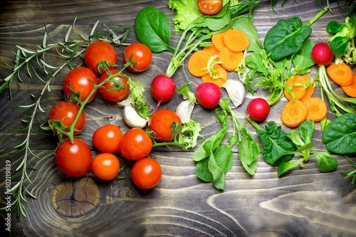Obraz Healthy diet (eating) - fresh organic vegetables - fototapety do salonu