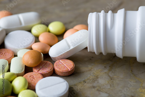 Fotografia  colorful medication and pills