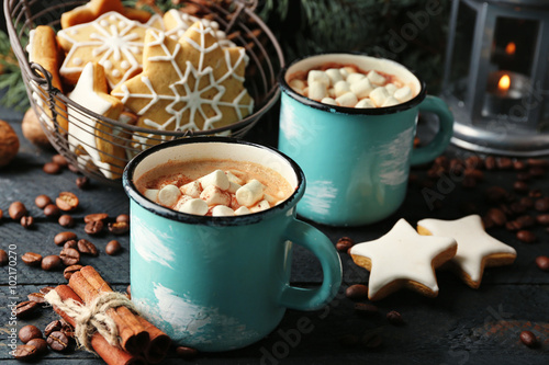 Printed kitchen splashbacks Chocolate Two mugs of hot cacao with marshmallow and cookies on black table