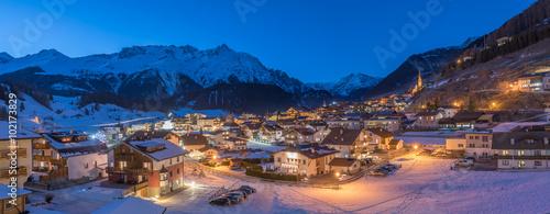 Foto-Doppelrollo - Skiort Nauders bei Nacht, hochauflösendes Panorama (von schulzfoto)