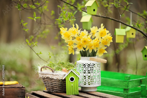 Stickers pour porte Narcisse Easter decoration with spring flowers, narcissus blooms. Spring