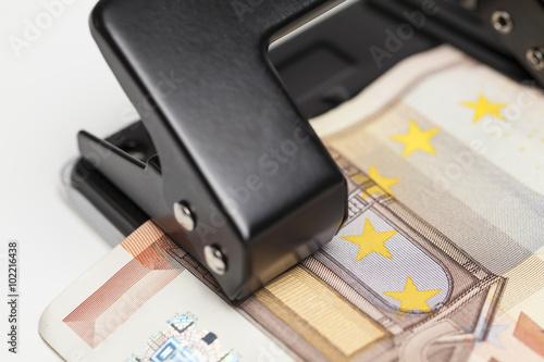 Fotografie, Obraz  Euro Geldschein und Locher