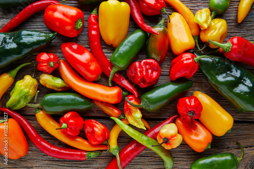 Foto Mexican hot chili peppers colorful mix