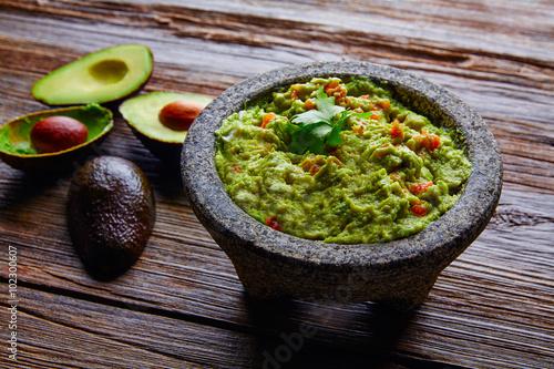 Fotografía  avocado Guacamole on molcajete real Mexican