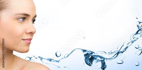 Fotografía  Composite image of smiling blonde natural beauty