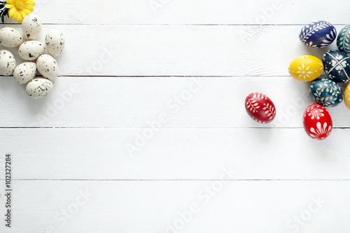 Fototapeta Jajka wielkanocne na desce obraz